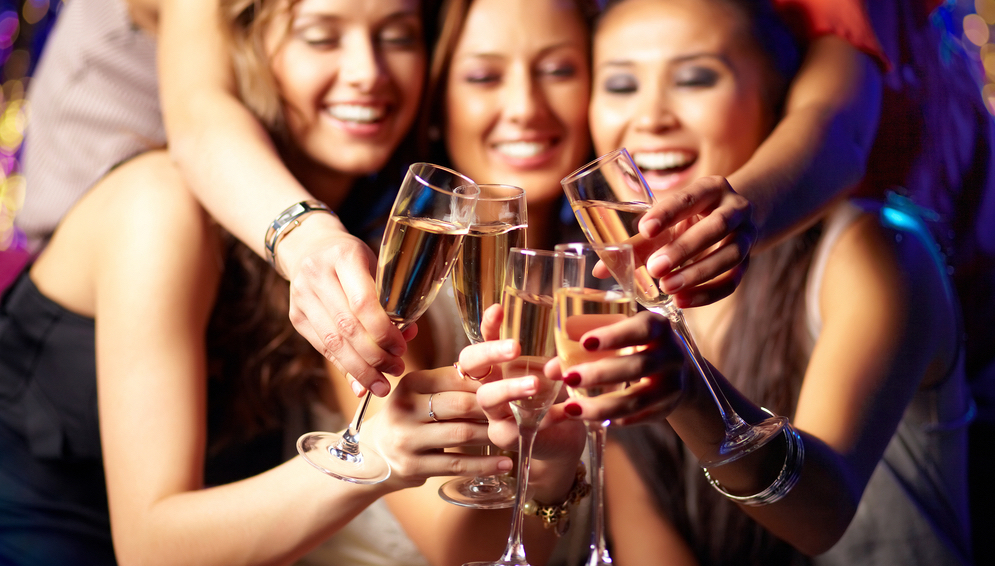 Hen weekend package deal in Paris, Champagne Cruise Chicks